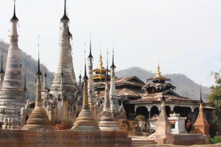 pagodetarkaung123.jpg